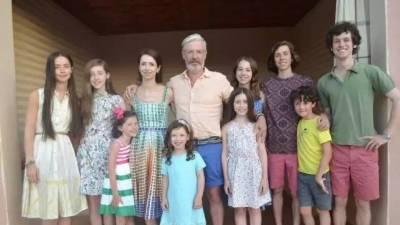 51歲生9個娃還管理着4000億資產,這個超人媽媽活成了勵志少女!