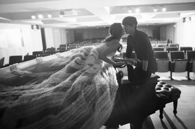 名模賴琳恩日常感性感婚紗,「我們每天就是一直親吻 擁抱 泡澡 牽手」