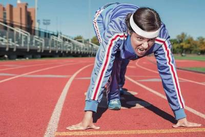 生理期賴在床上不想動?這些低強度有氧訓練除了塑形,還能幫你治痛經!
