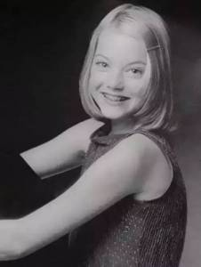 7歲患焦慮症,14歲輟學,30歲前終成全球最賺錢女演員...追夢路上,請再堅持一會兒!