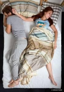 你跟另一半最常「用什麼姿勢睡覺」?7種超神準睡姿解析看出「他的真實想法」!