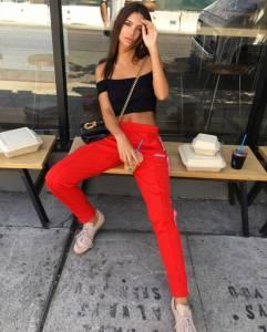 「粉紅色西裝」一樣穿的好專業!性感名模Emily Ratajkowski的5款時髦私服...快學她這樣穿搭!