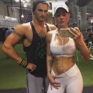 她是全球最性感的女軍人,扛過槍 放過炮,健身後憑藉翹臀E罩杯成火辣模特,爆紅ig