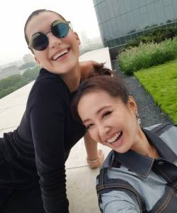 最萌身高差!回顧蔡依林與Bella Hadid的姊妹造型~Jolin矮了一小截卻不輸超模氣場!