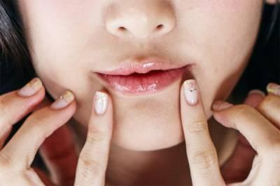 出門只要這支「唇油霸主」!就算素顏也仙氣十足~~3步驟,養出水潤唇!