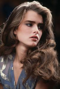 那時候到底在想什麼 鉛筆眉 大色塊 深唇線… 回顧80到90年代的9款火紅美妝