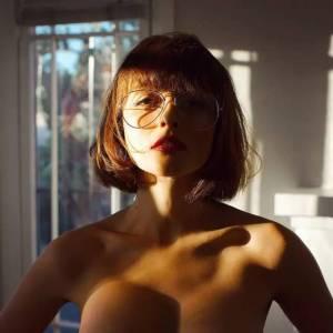 E罩杯 酥胸 電眼 細腰 翹臀,92年西班牙混血女模惹火身材,讓女生看了都噴血……尺度大到臉紅