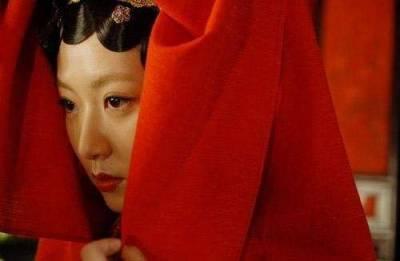 她是胡歌愛而不得的女人,在最紅時為愛隱退,如今淪為配角,人生卻寫滿幸福!