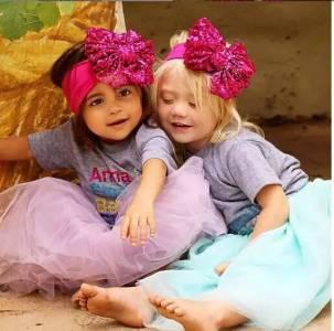 十年閨蜜結婚各自生娃後,女兒們延續了她們的友誼,順便雙雙成了網紅...