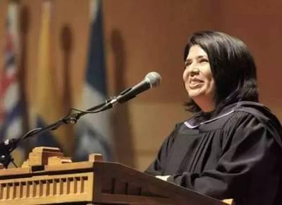 她被丈夫活挖雙眼咬掉鼻子,受盡身心折磨,38歲終於從名校畢業了……