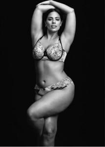 她體重108公斤,沒有馬甲線,也沒有大長腿,卻是一位不輸「維密天使」的性感超模