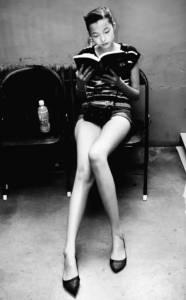 出道被吐槽丑,擁有逆天大長腿,27歲終登上維密秀,古靈精怪的她成了個性美最好的代名詞…