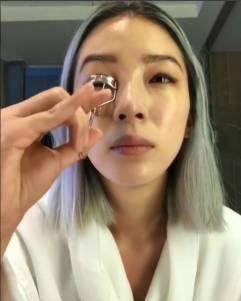 Irene Kim快速「裸妝」教學!搞定眉毛和睫毛,就能10分鐘美美出門(內有影音)
