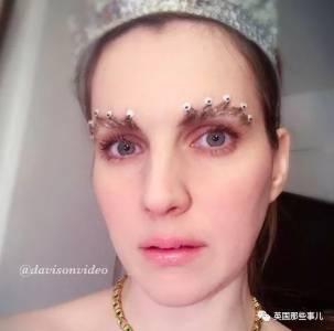 今年一年,美妝博主們還在努力作妖…不過用男票蛋蛋擦臉什麼鬼啊?!
