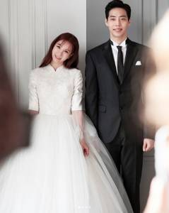 前韓國人氣女團成員超甜婚紗照曝光!伴娘團顏值這麼高真的很有勇氣了...