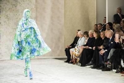 是誰能讓英國女王來看秀? 點亮倫敦時裝週的5位新銳設計師