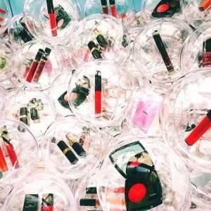 香奈兒在東京開了家遊戲廳!娃娃機裡的各種彩妝免費夾...