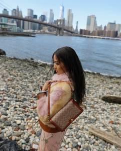 整個紐約都是她的攝影棚!孫芸芸演繹Coach春裝 向美國藝術家Keith Haring致敬