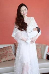 根本是少女吧!吳佩慈39歲生3胎也沒在怕,4個為美麗經營的秘訣~~洗頭就就花45分鐘!