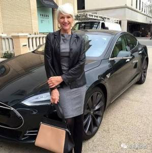 單親媽媽養出三個事業成功的子女,70歲走上人生巔峰,誰有她這麼潮?