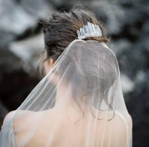 不要只知道戴桂冠!6款清新透明系新娘挑選指南~「珍珠」代表一輩子組隊跟著對方面對世界!