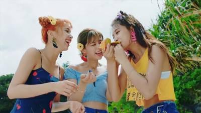 TWICE閃亮回歸!子瑜同款上衣竟只要$349?盤點MV裡成員們的美衣著用品牌!