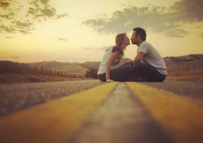 我對於你,只是場意外;你對於我,卻是一場愛情。