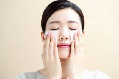 秋冬底妝難服貼?彩妝師關鍵4步驟,卡粉起屑再也沒聽過啦!