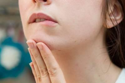 閉鎖性粉刺 脂肪粒怎麼分辨 解決?對症下藥,搞定「臉上一粒一粒的」!