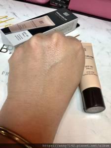 [美妝]UNT 完美持潤十礦粉底 SPF30 PA++ 打造完美無瑕妝感,居然高達67 美容精華液粉底~上妝同時養肌 輕鬆打造完美無瑕氣色