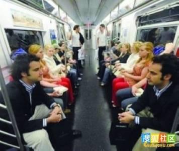 【驚奇】如果你上捷運發現兩邊的人一模一樣......