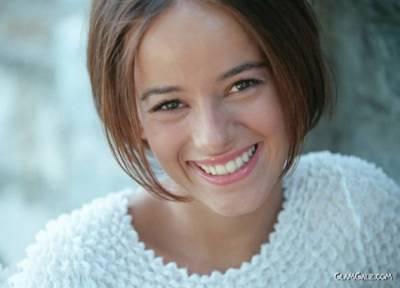 美麗的歌手艾莉婕