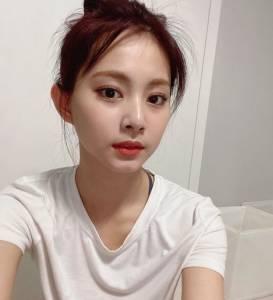 子瑜綁包頭上熱搜?特搜明星包包頭範本,IU Jennie 太妍丸子頭綁法教學,顯嫩顯小臉