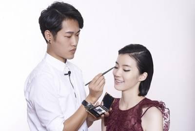 彩妝師VS方靖 化妝技巧大不同
