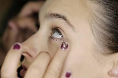 彩妝師游絲棋示範3步驟完成輕透底妝