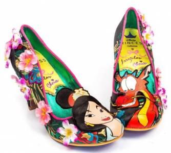 浮誇程度讓人傻眼!花木蘭 白雪公主聯名鞋款,網友表示:好像「某種場合」會穿的