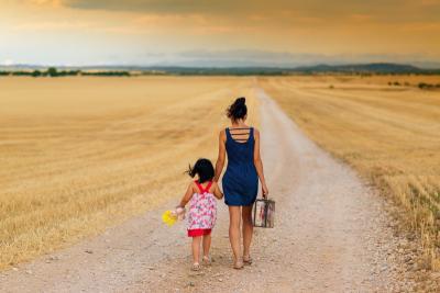 別勉強自己當個理想爸媽!育兒沒有正確答案,關於「理想母親」的壓力與罪惡感?