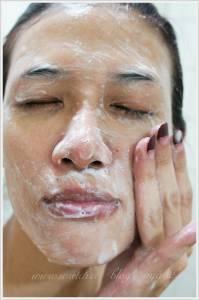 Neutrogena深層淨化活顏柔珠洗面乳 就是要輕鬆帶走髒污 暗沉 老廢角質給我潔淨好享受