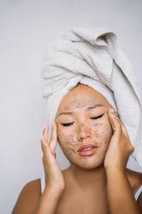 卸妝正確步驟你做對了?專家驚爆4大重點,卸妝水濕敷至少30秒,卸妝油乳化前應多做這一步