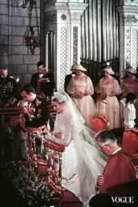 黛安娜王妃的災難性遺產─Suzy Menkes談當代歐洲王妃在鏡頭前的壓力