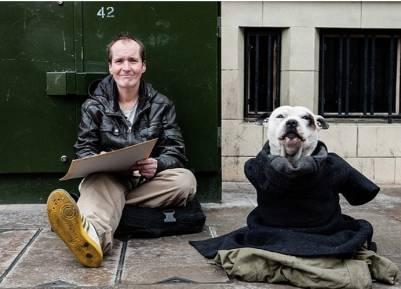 曾經他是倫敦一個無惡不作的惡棍,直到有一天,一隻狗拯救了他..