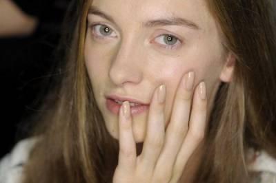 選對指甲油,讓妳手更白 手指更纖長