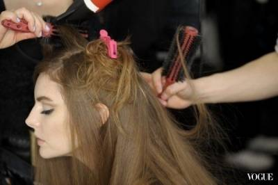 如何讓吹整好的美美髮型更持久