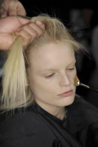 大驚!不常換髮線=頭髮越稀疏--VOGUE時尚網