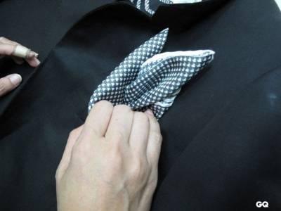 型男必學!超簡單2種袋巾摺法教學│GQ瀟灑男人網