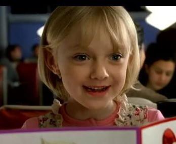 古靈精怪大女孩「達柯塔芬妮」私下生活,穿搭整理公開!