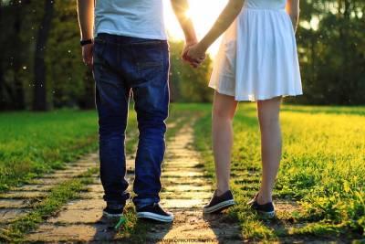 愛情就像撿石頭,牽手了就不要隨便分手...