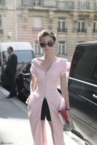 angelababy巴黎時裝週極為搶鏡