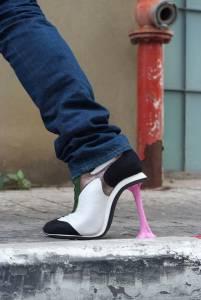 別懷疑,這是一雙高跟鞋!