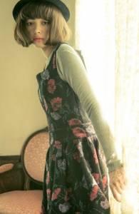 既休閑又具有少女風格的初秋裝扮